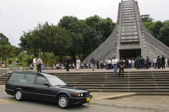 fservicio funerario funeraria Betancur primer centenario 2.012